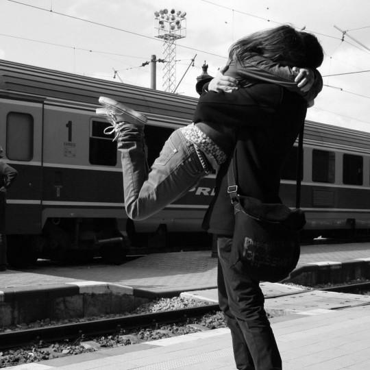 https://www.madamelit.fr/wp-content/uploads/2016/01/Couple-Hug-HD-Wallpapers-540x540.jpg