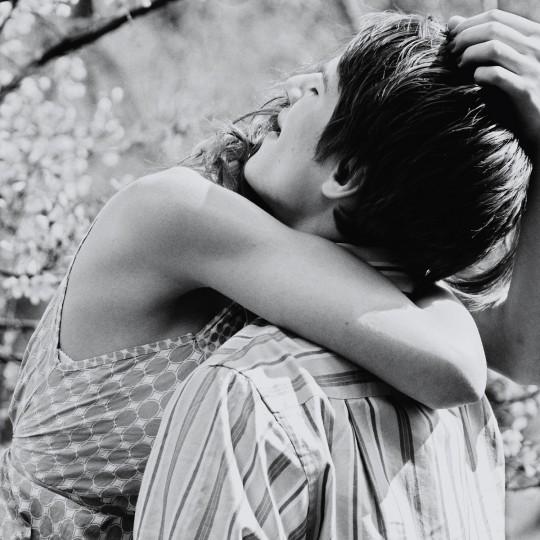 https://www.madamelit.fr/wp-content/uploads/2016/01/Romantic-couple-hugs-black-and-white-high-quality-540x540.jpg