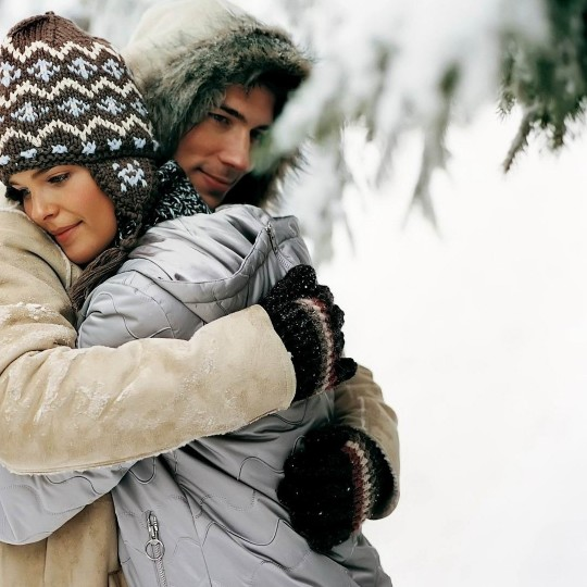 https://www.madamelit.fr/wp-content/uploads/2016/01/couple-hug-pictures-winter-snow-love-hugs-tender-sweet-smile-415411-2954-540x540.jpg