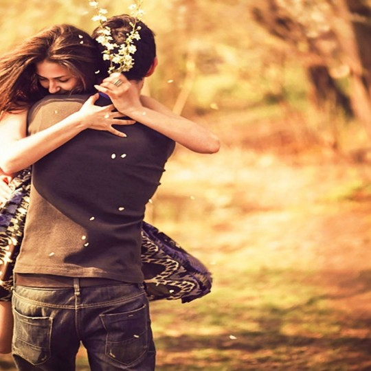 https://www.madamelit.fr/wp-content/uploads/2016/01/pleasing-couple-love-hug-wallpaper-540x540.jpg